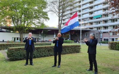Trompettisten Seniorenorkest Tilburg blazen signaal Taptoe